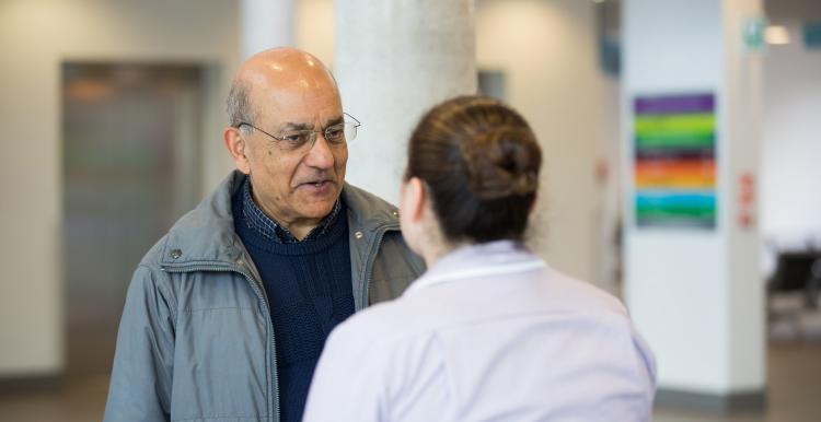 man talking to nurse